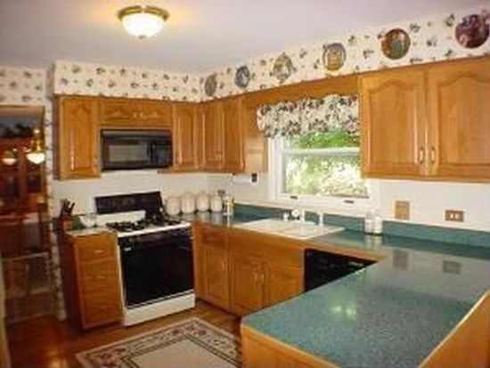 2724 Valley Forge Rd, Lisle, IL 60532