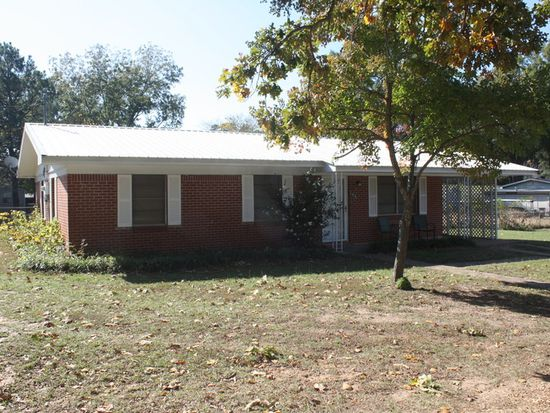 703 W Cypress St, Bloomburg, TX 75556