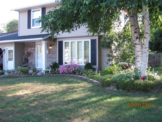 227 Lakeview Ave, Hortonville, WI 54944