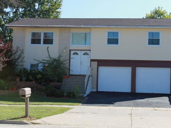1679 Bicek Dr, Hoffman Estates, IL 60192