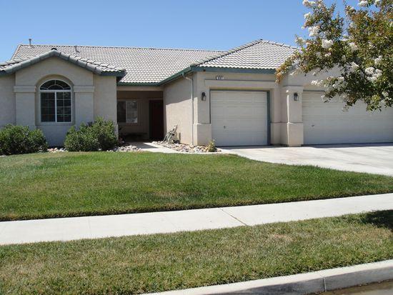 697 Crescent Ln, Lemoore, CA 93245