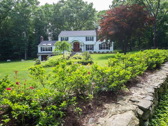 5 Lake Wind Rd, New Canaan, CT 06840