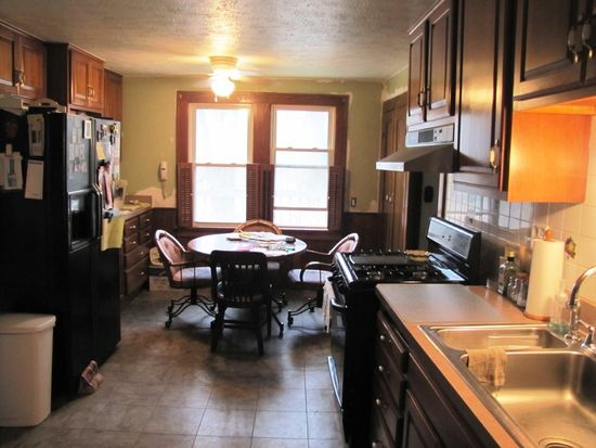 32 Columbia Rd, Valley City, OH 44280