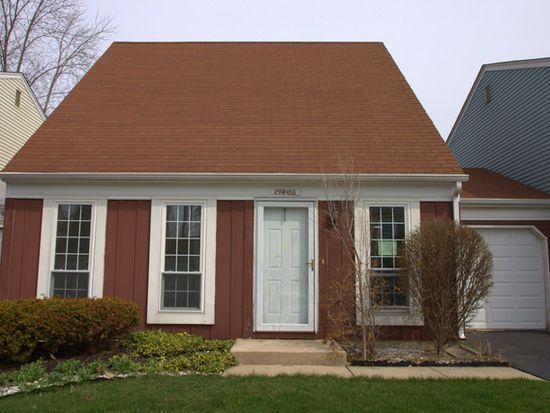29W456 Blackthorn Ln, Warrenville, IL 60555