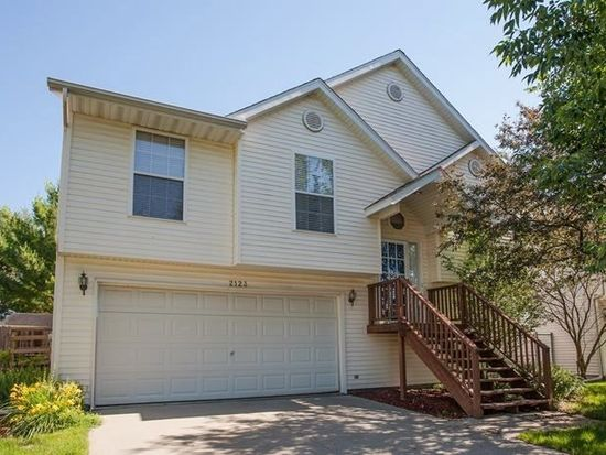 2123 13th St, Coralville, IA 52241