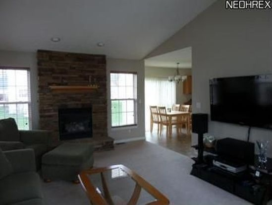 8555 Bentley Dr, Olmsted Twp, OH 44138