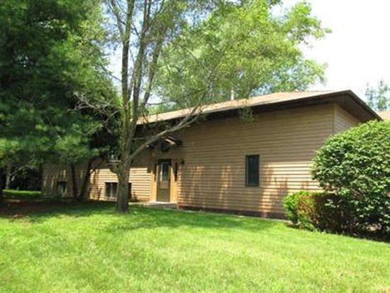 7 Green Oaks Dr # A, Crystal Lake, IL 60014