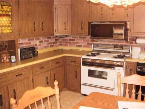 517 N 7th St, Youngwood, PA 15697