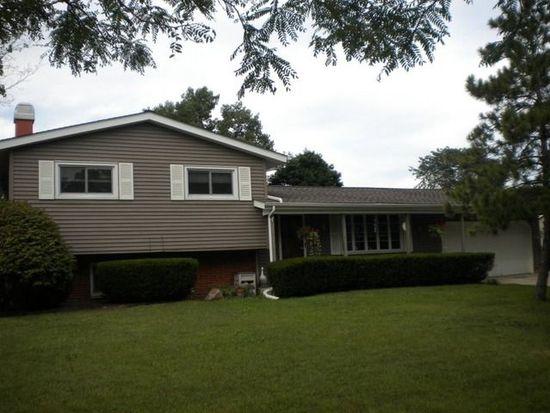366 Berkshire Dr, Crystal Lake, IL 60014