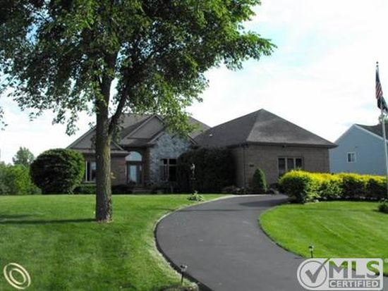 4260 Coastal Pkwy, White Lake, MI 48386