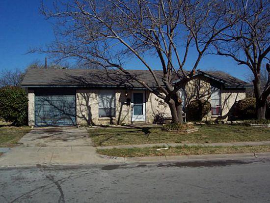 812 SW Hillside Dr, Burleson, TX 76028