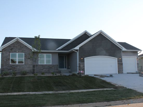 415 Carlyle Dr, North Liberty, IA 52317