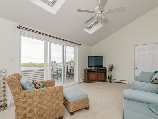 1 Reed Ave APT 7, Plymouth, MA 02360