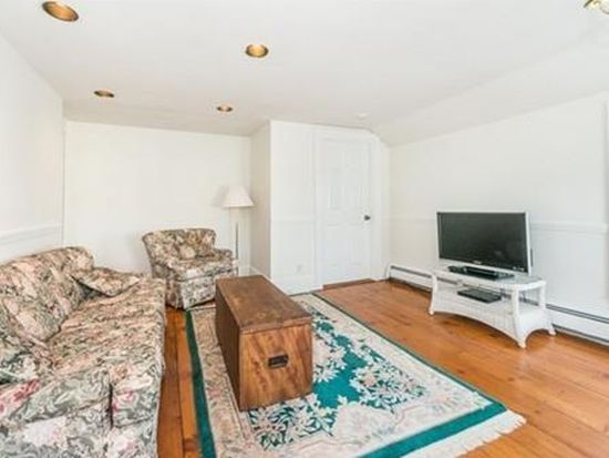 77 Pleasant St APT 5, Newburyport, MA 01950