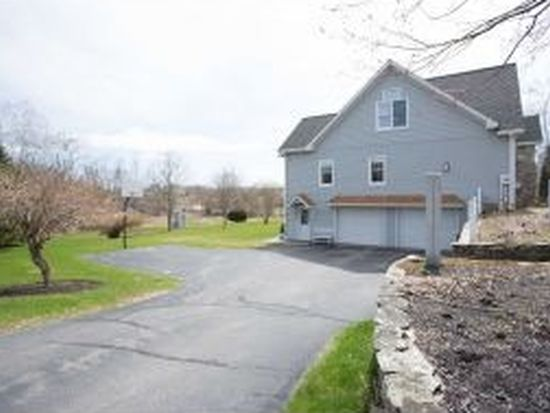 3 Fieldstone Dr, Kingston, NH 03848