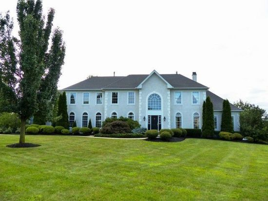 2017 Beacon Hill Dr, Newtown, PA 18940