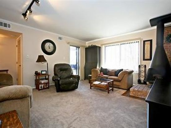 6107 Knoll Valley Dr APT 307, Willowbrook, IL 60527