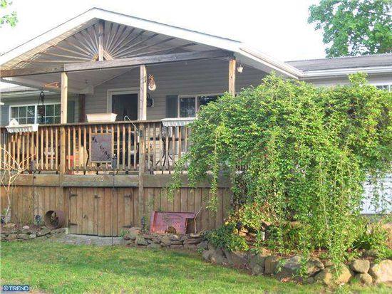 415 Oak Dr, Green Lane, PA 18054