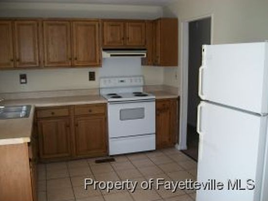 6410 Winthrop Dr, Fayetteville, NC 28311