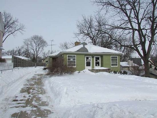 217 Griffing Ave, Woodstock, IL 60098