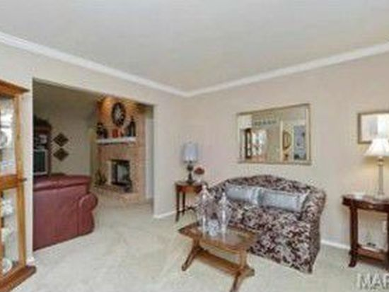 6 Rolling Meadows Ct, Saint Charles, MO 63303
