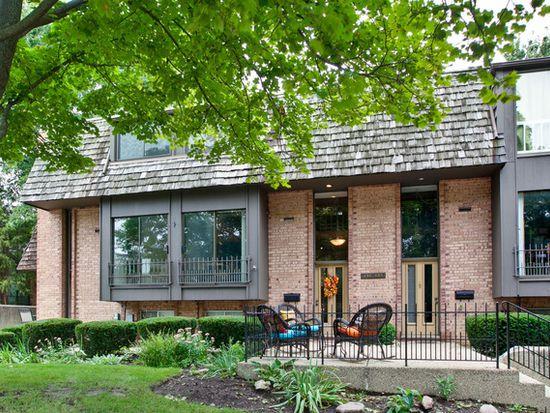 436 W Russell St, Barrington, IL 60010
