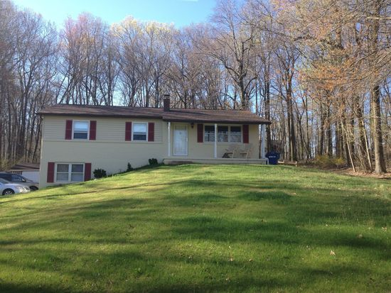 118 Sunnyfield Dr, Fleetwood, PA 19522