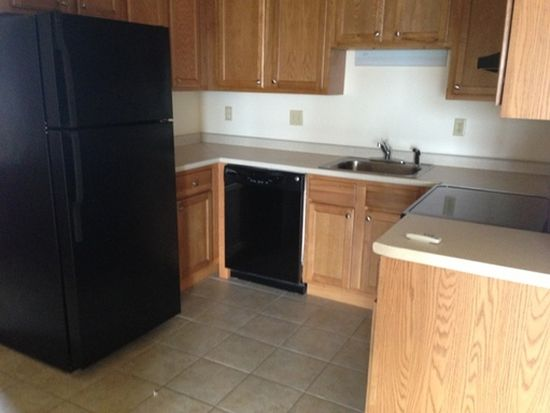 497 Silver St APT 305, Manchester, NH 03103