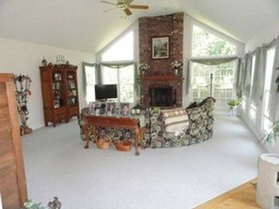 1209 Yorkshire Dr N, Sycamore, IL 60178