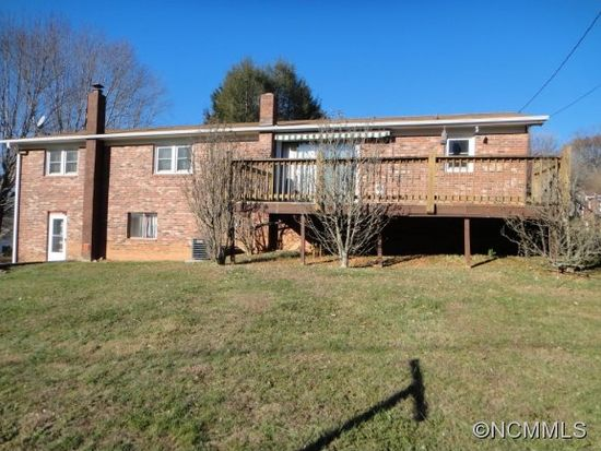 85 Hill N Dale Dr, Clyde, NC 28721