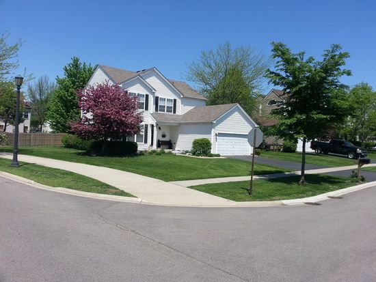 1 Hastings Ct, Lake In The Hills, IL 60156
