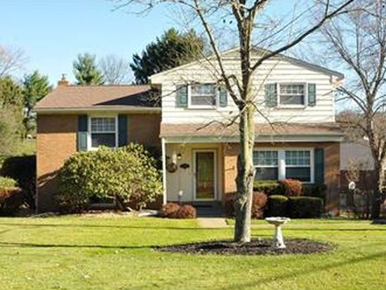 110 Dover Dr, Moon Township, PA 15108