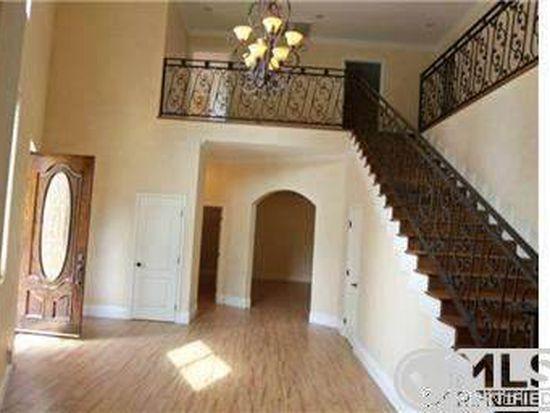 23033 Ostronic Dr, Woodland Hills, CA 91367