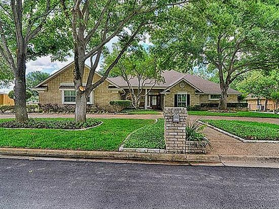 1114 Country Club Ct, Mansfield, TX 76063