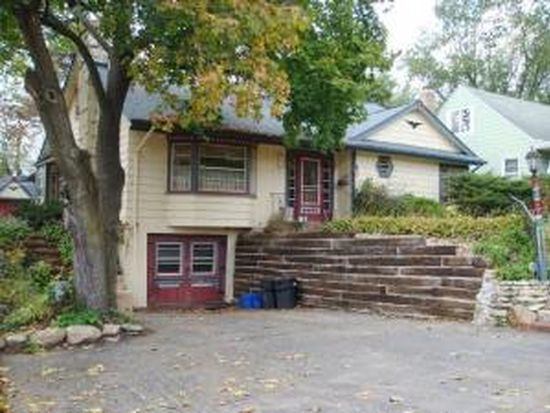 1105 Birch St, Lake In The Hills, IL 60156