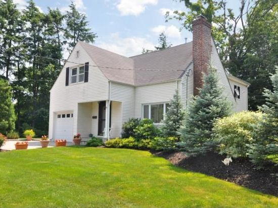67 Chaucer St, Hartsdale, NY 10530