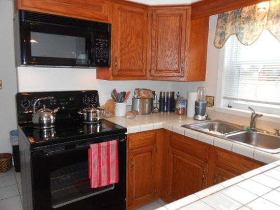 3B Norman Dr, Derry, NH 03038