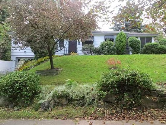154 Cobbs Hill Dr, Rochester, NY 14610