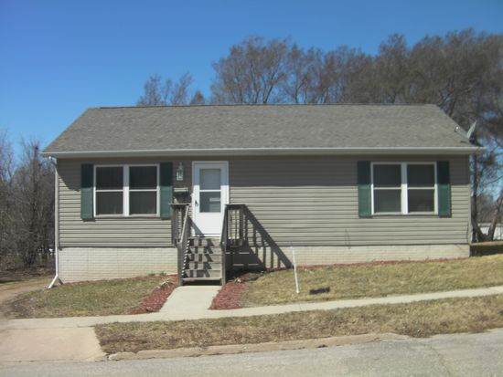 433 Beech St, Waterloo, IA 50703