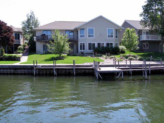 15609 Harbor Dr, Spirit Lake, IA 51360