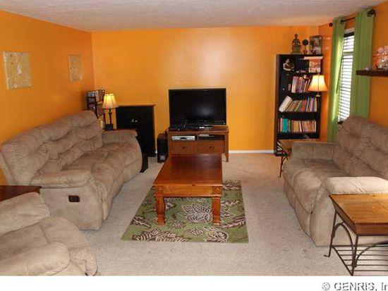 3272 Evergreen Cir, Walworth, NY 14568