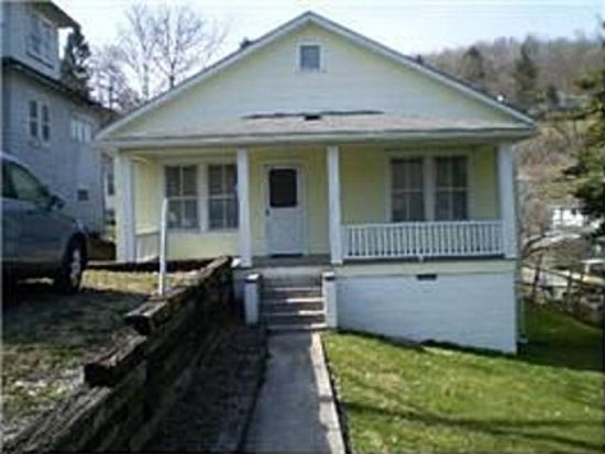 311 Montana St, Mount Hope, WV 25880
