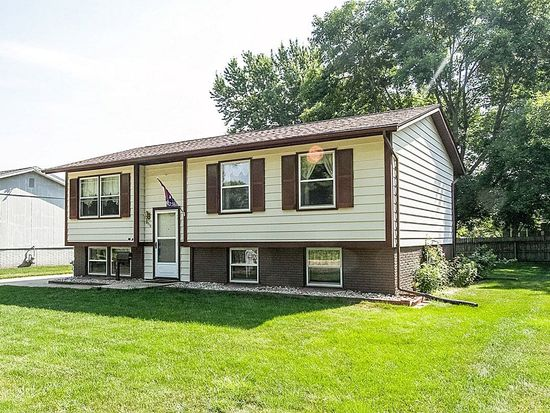 4712 Sugar Pine Dr NE, Cedar Rapids, IA 52402