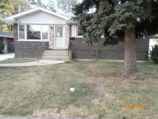 449 W Lake Park Dr, Addison, IL 60101