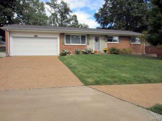 8922 Red Oak Dr, Saint Louis, MO 63126