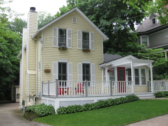 507 S Grove Ave, Barrington, IL 60010