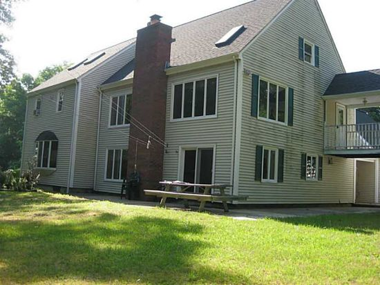 95 Huntinghouse Rd, North Scituate, RI 02857