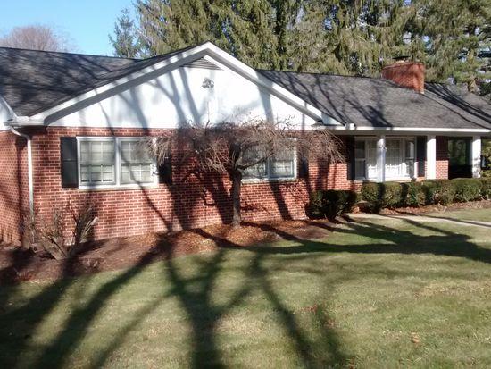 203 Echols Ln, Lewisburg, WV 24901