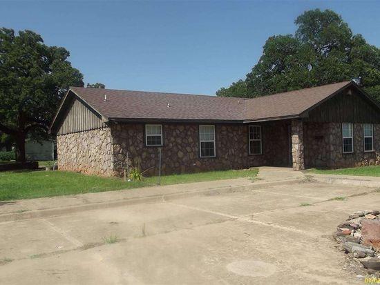 601 Oak Main Ave, Comanche, OK 73529