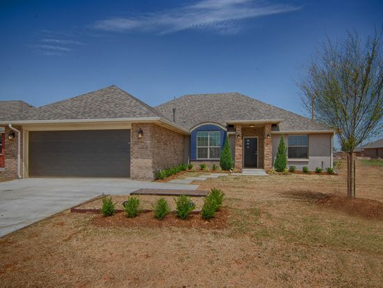 841 SW 11th St, Moore, OK 73160